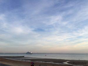 Tolle Aussicht und weitläufiger Sandstrand. Gezeiten mit bis zu 3M Wasserhöhe/50m Strandbreite
